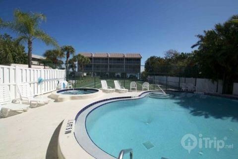 Pool/ Tennis Courts - Anna Maria Island Pelican Cove - Gulf Beach and Bay Fishing - Bradenton Beach - rentals