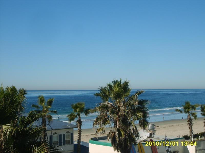 "Balcony view to the Ocean - ""Waters edge"" - Pacific Beach - rentals"