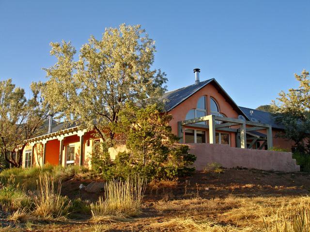 Dramatic contemporary adobe architecture, semi private setting on one acre - Alta Cresta 4 - Taos - rentals