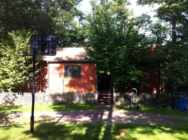 front view of the house - relaxing getaway in the poconos! - Tobyhanna - rentals