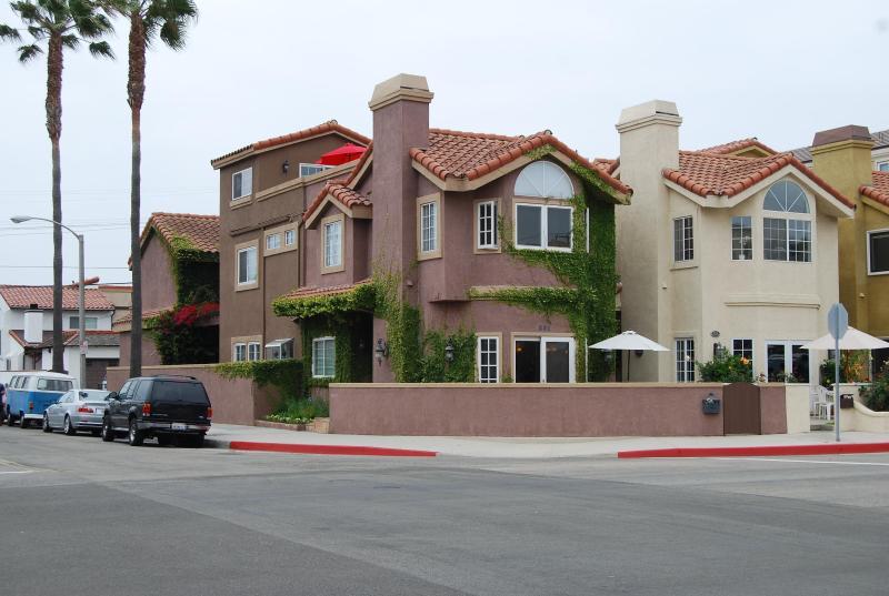 Beautiful Mediterranean Beach House - Location! Location! Awesome 4-Bdr Beach House! - Huntington Beach - rentals