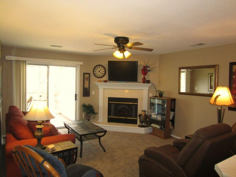 Why stay in a hotel if you can stay in a 2 bedroom condo in Branson MO - Screen Porch View-Recliners-4 Steps |Pointe Royale - Branson - rentals