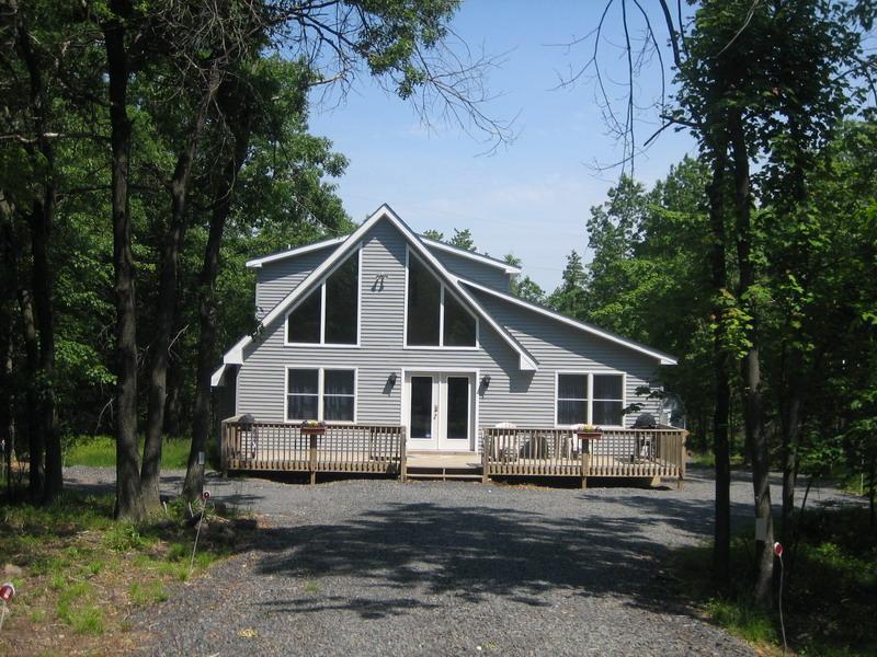 Towamensing Trails Luxury 4BR Chalet - Image 1 - Albrightsville - rentals