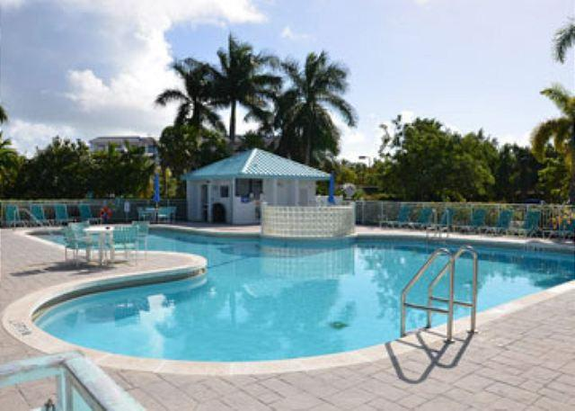 "Family pool with hot tub - ""SALT POND HIDEAWAY"" 2/2 Condo w/ Huge Shared Pool & Hot Tub. Close to Beach! - Key West - rentals"