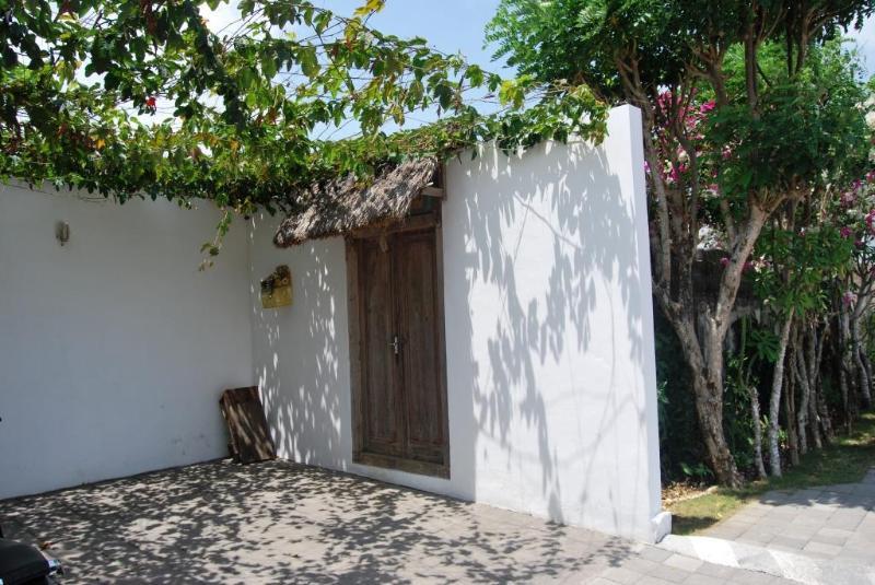 ext door - Amazing House In Bukit: Villa Bingin - Woodston - rentals