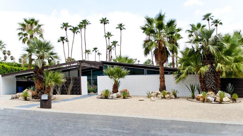 Front of House - Miami Modern Alexander in Vista Las Palmas - Palm Springs - rentals