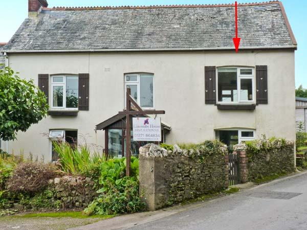 HILLYMOUTH, pet-friendly apartment, garden, games room, in Lincombe near Ilfracombe Ref 19625 - Image 1 - Ilfracombe - rentals