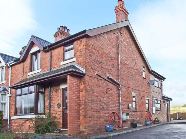 CHURNET VALLEY COTTAGE, family accommodation, pet friendly, large garden, walks from the door, in Froghall, Ref 20097 - Image 1 - Froghall - rentals