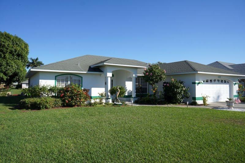 Front Elevation - Rebecca - SE Cape Coral 3b/2ba Solar Heated Pool, Gulf Access Canal, Close to the River and Shopping, - Cape Coral - rentals