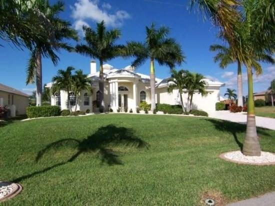Front Elevation - Villa Starlight - SW Cape Coral 3b/3ba Elect Heated Pool/Spa Home, Fireplace, Gulf Access Canal, Boat Dock with Tiki Hut, WiFi - Cape Coral - rentals