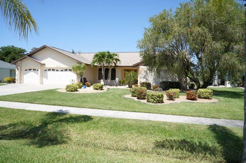 Villa Formosa - Cape Coral 3b/2ba home with electric heated pool & spa, HSW Internet, - Image 1 - Cape Coral - rentals