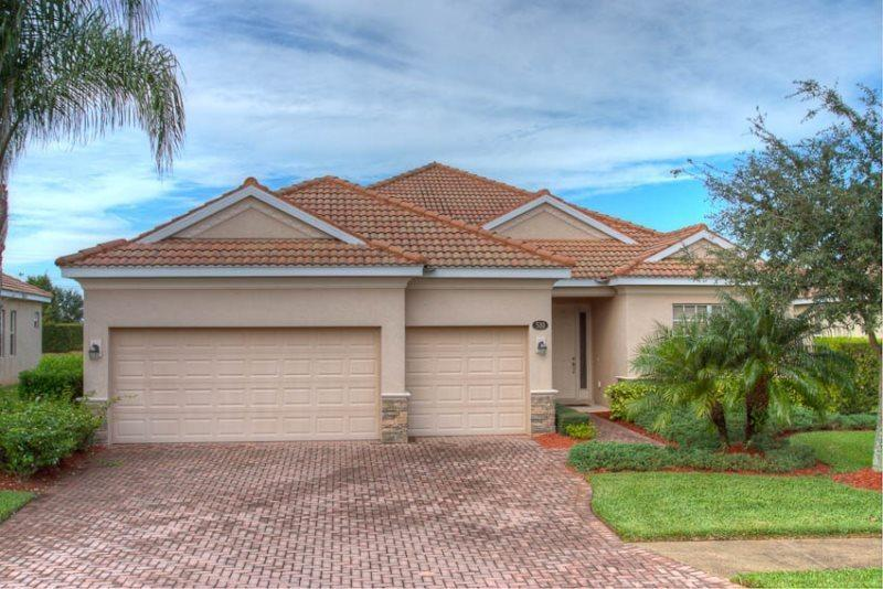 Front of Home - (RS10) 4 Bedroom Pool Home With Game Room With Beautiful Lake View - Bradenton - rentals