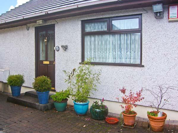 BROOKSIDE COTTAGE family-friendly, close to amenities in Risca Ref 18794 - Image 1 - Newport - rentals
