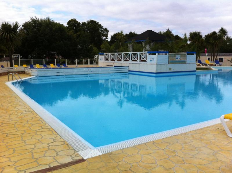 Outdoor heated pool - 2 bed luxury mobile home Southern Brittany France - Pont-Aven - rentals