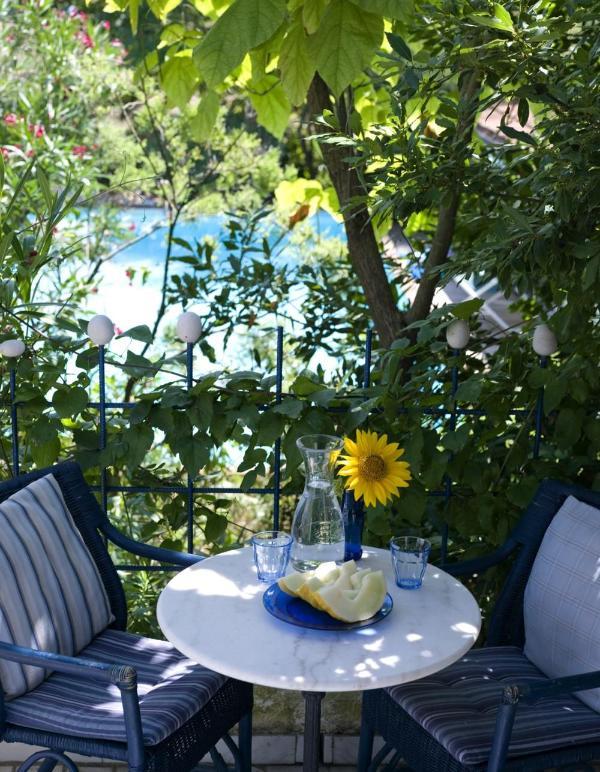 Countryhouse Villa La Rogaia Umbria, Apartment La Pipo: Balcony at the pool - Romantic 1-bedroom apartment at Lake Trasimeno - Castel Rigone - rentals