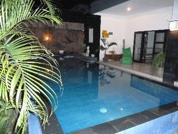 Beautiful sparkling pool set in tropical garden take a midnight swin befor bed - Tree Frog Villa  2 Seminyak 5 minutes to beach - Seminyak - rentals