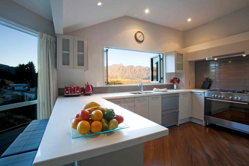 REMARKABLE VISTA - Image 1 - Queenstown - rentals