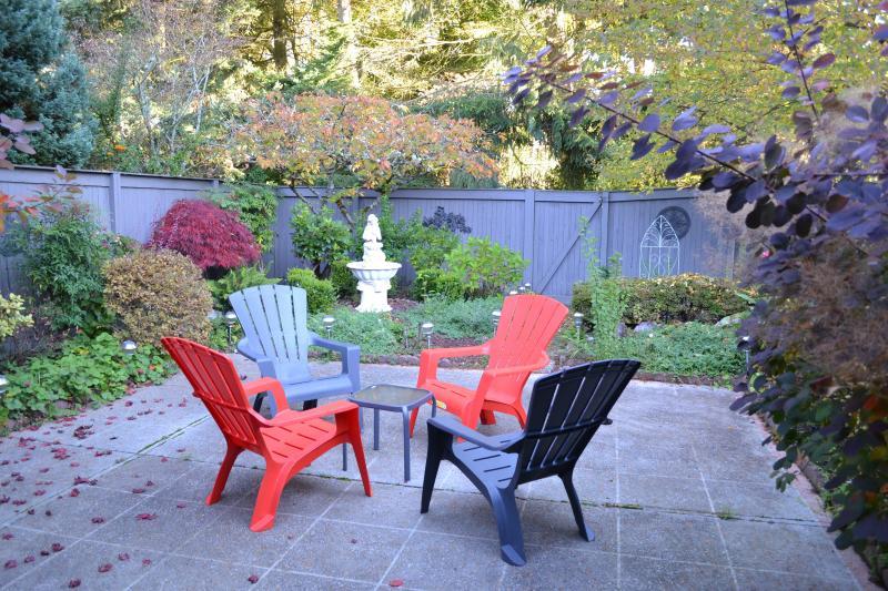 Back Courtyard - BELLEVUE Executive Rental (sleeps 8) - Bellevue - rentals