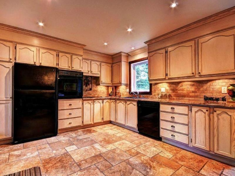 "Kitchen - Deluxe 3 bdrm w POOL/BBQ / 47"" TV, laptop & WiFi - Mont Tremblant - rentals"