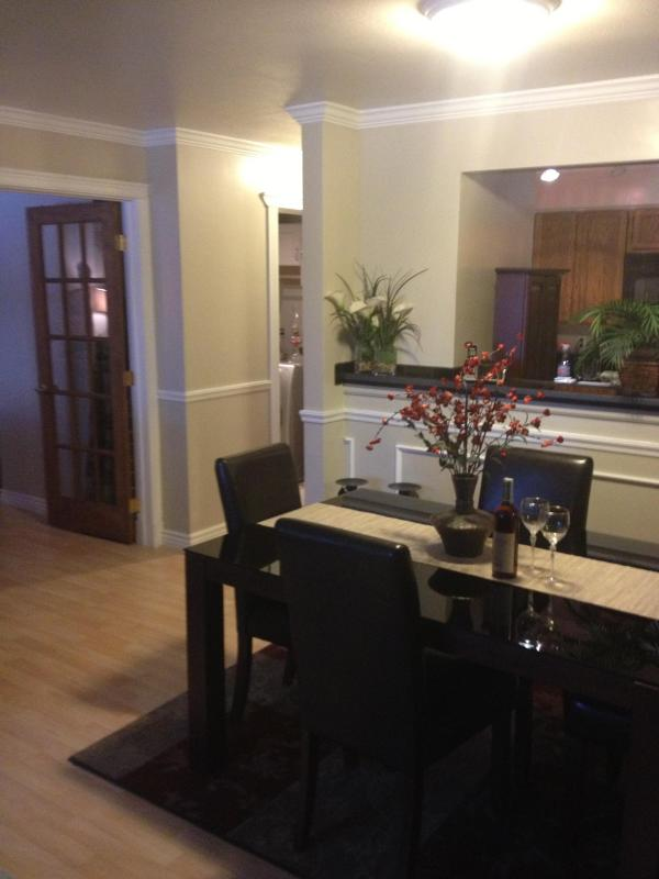 Dining area - Luxurious Condo with Super Comfy Beds and Garage - Anchorage - rentals