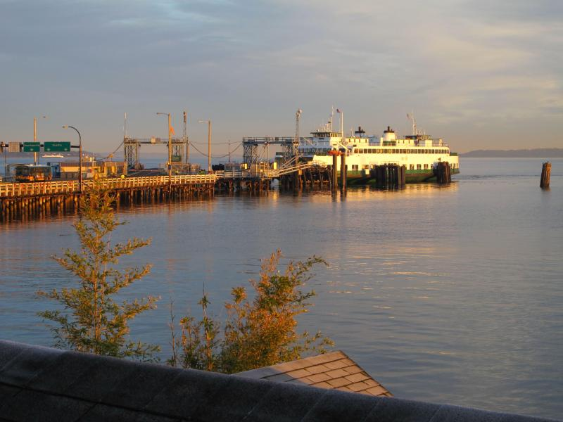 view of ferries from water side deck - Villa Vashon Waterfront Suite - Ferry & City View - Vashon - rentals