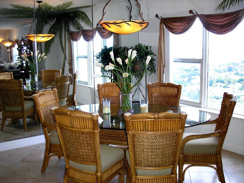 Dining room. - Fall $pecial - T. Ten #1901- Ocean front - Daytona Beach - rentals