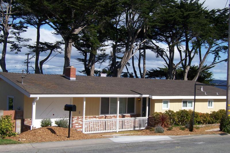 Quiet beach neighborhood one block from the ocean! - A street away from Beach and short walk to Golf - Pacific Grove - rentals