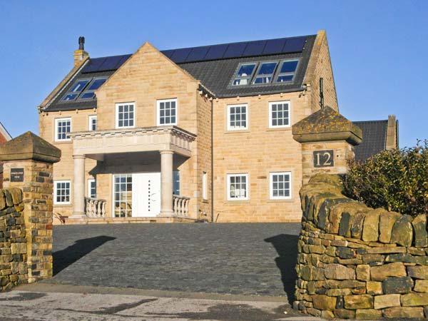 HARTCLIFFE VIEW, luxury cottage, games room, family friendly in Stocksbridge, Ref 18205 - Image 1 - Stocksbridge - rentals
