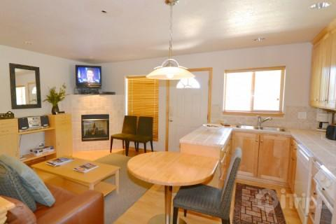 Open floor plan, hardwood floors, gas fireplace and full kitchen with everything you need for a great stay. - Park City Bobsled - Park City - rentals