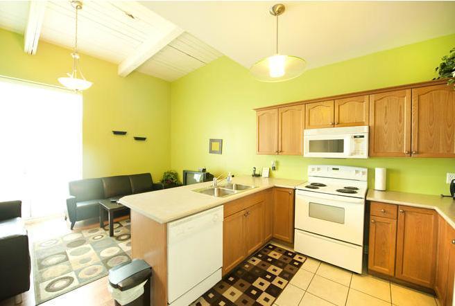 Kitchen - Superior 1 - Midweek dates discounted - Niagara Falls - rentals