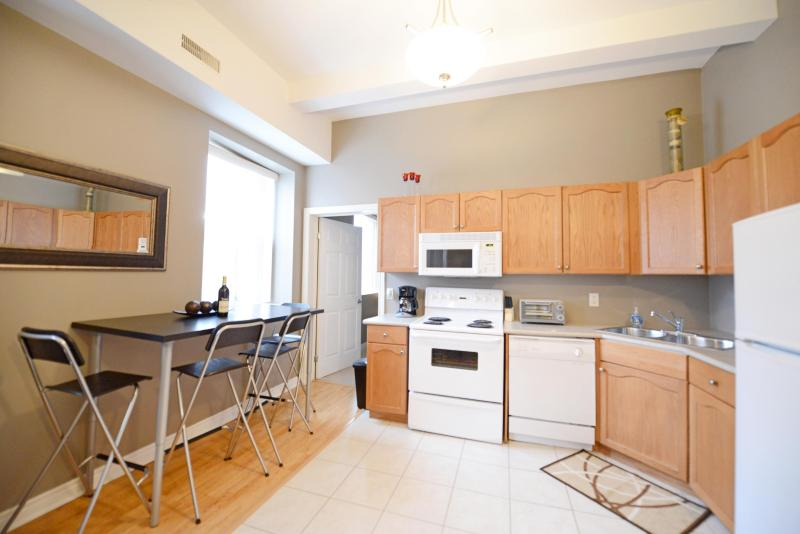 Kitchen and Dining Area - Superior 4 - Niagara Falls - rentals