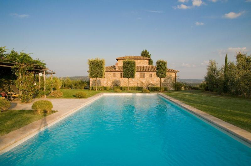 Back of the villa as seen from vegetable garden - Luxury Villa w/pool,sleeps 10 + 3 near Siena. - Castelnuovo Berardenga - rentals