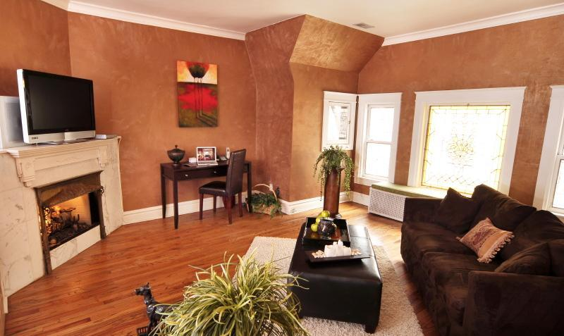 Fabulous Chicago Brownstone in Ideal Location! [3] - Image 1 - Chicago - rentals