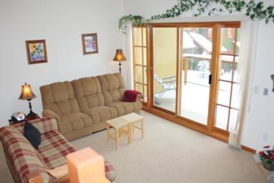 Living Room - Trail's Edge Townhouses - 56 - Sun Peaks - rentals