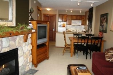 Living Dining area - Fireside Lodge Village Center - 312 - Sun Peaks - rentals