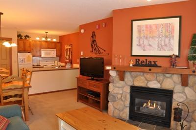 Fireplace - Fireside Lodge Village Center - 109 - Sun Peaks - rentals