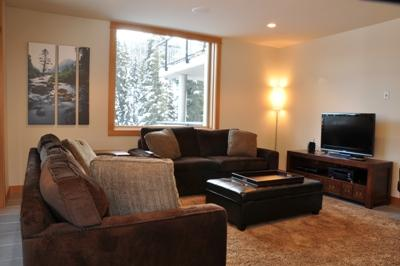 Living Room - Kookaburra Village Center - 302 - Sun Peaks - rentals