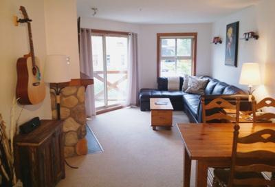 Living Area - Fireside Lodge Village Center - 205 - Sun Peaks - rentals