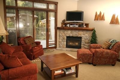 Living Room - Trapper's Landing Townhouses - 38 - Sun Peaks - rentals