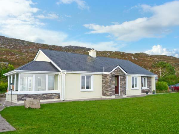 KERRY WAY COTTAGE all ground floor, stunning views, family-friendly cottage near Caherdaniel in Castlecove Ref 19379 - Image 1 - Sneem - rentals