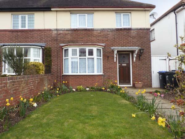 LILY COTTAGE, family accommodation, enclosed garden, walking distance to beach, in Ramsgate Ref 19972 - Image 1 - Ramsgate - rentals