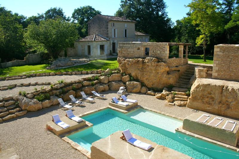 Salt water heated pool built with shallow area perfect for young children - Luxury home w/pool Bordeaux & Saint Emilion area - Naujan-et-Postiac - rentals