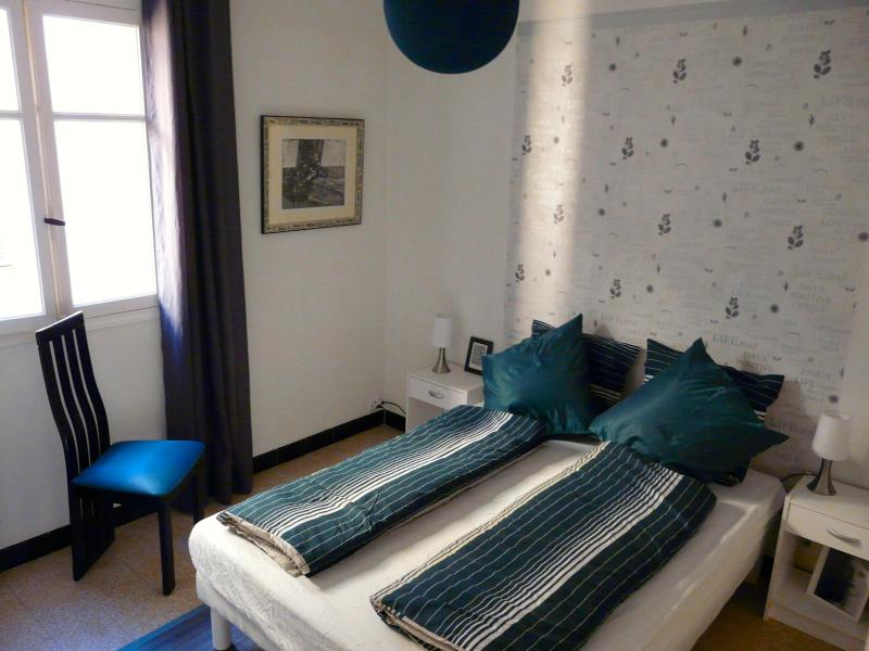 the blue bedroom - Bright three-rooms apartment in old town of  Nice - Nice - rentals