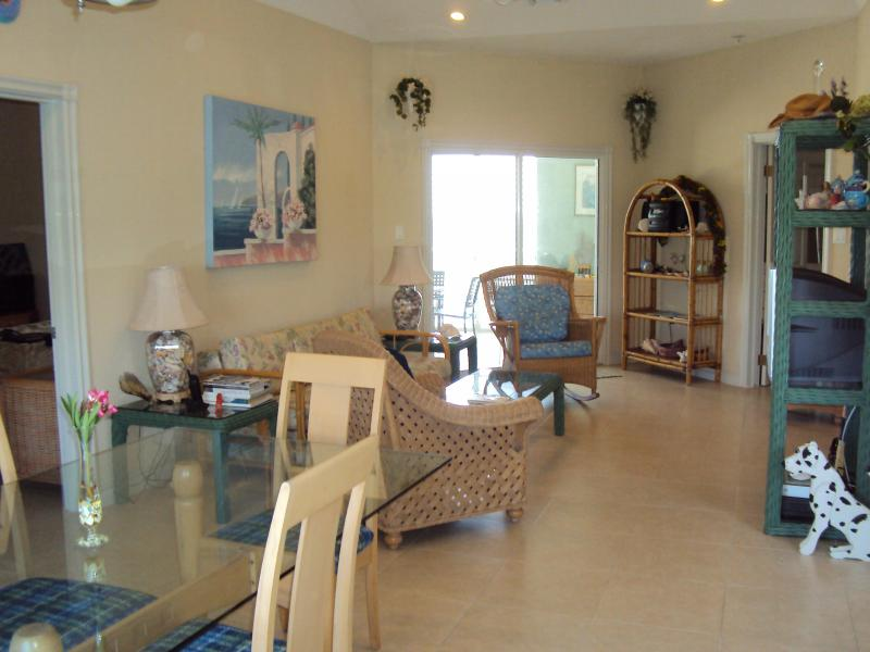 livining and dining room - Cayman Stead, 2 BR, 2 bath,BEACH condo,sleeps 6 - North Side - rentals