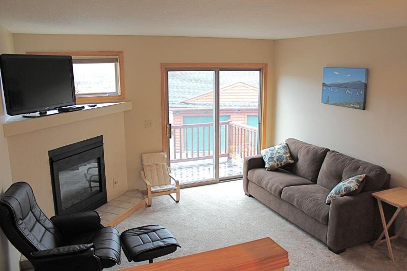 Living Room - Spacious 3 Bed/3.5 Bath Summit County Townhome - Dillon - rentals