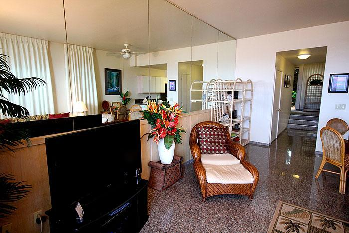 Living Room - Poipu Shores 2BR Oceanfront Condo/ Townhouse style  101C - Poipu - rentals