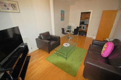 One bed fit for a King – Sovereign House! - Image 1 - London - rentals
