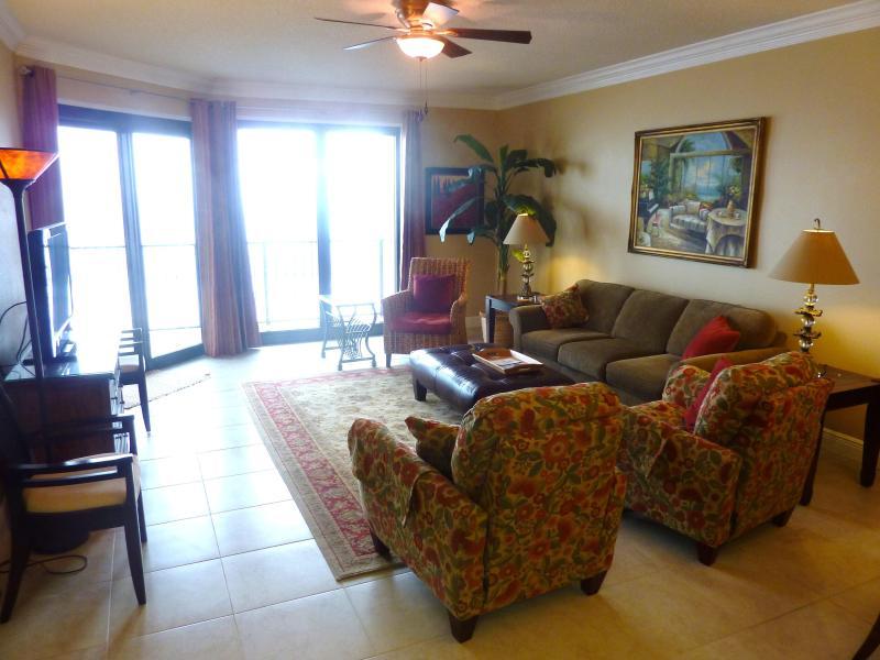 Living Area - Phoenix VI  PREM-Oct 13-17 $140/nt, 29-Sep 3 $110/ - Orange Beach - rentals