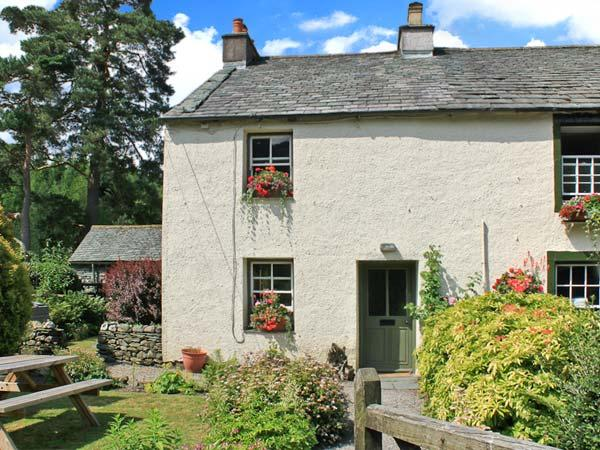 NOOK COTTAGE, family accommodation, on a farm, open fire, enclosed garden, in Rosthwaite, Ref 20358 - Image 1 - Rosthwaite - rentals