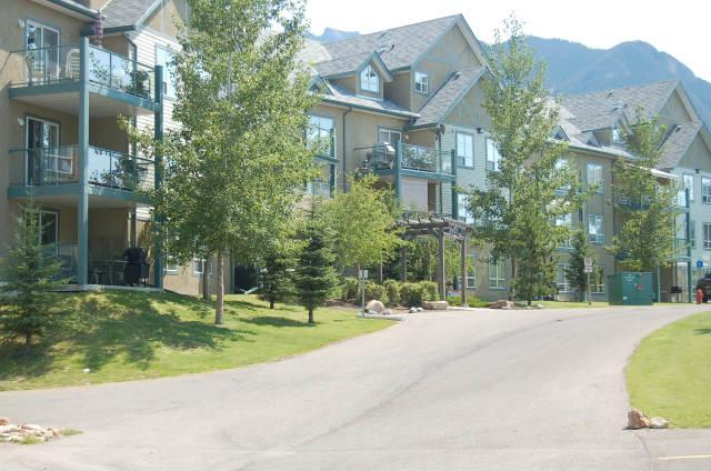 RPP303 - The Peaks Condo 2 bedrooms plus loft - Image 1 - Radium Hot Springs - rentals